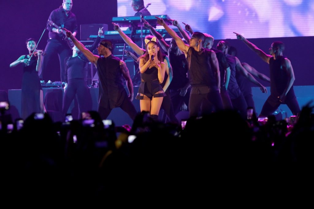 Ariana_Grande_-_The_Honeymoon_Tour_Live_Jakarta_(2)